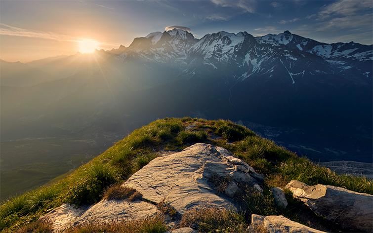 Visite virtuelle du mont Blanc. Panorama 360° du sommet du mont Joly. Promotion des site naturels